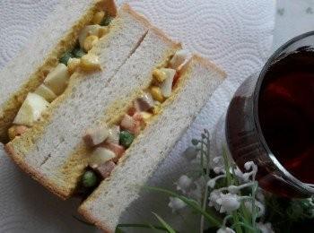 咖哩蔬菜蛋沙拉三明治