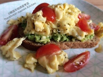 西式炒蛋牛油果多士 Avocado and Scambled eggs on Toast