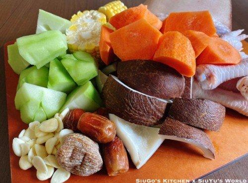 印度椰子合掌瓜鹹豬手湯 (附蒜蓉醋汁。食譜)