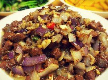 洋蔥炒牛肉粒