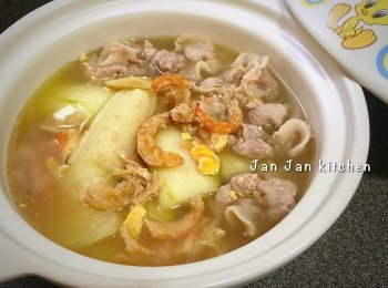 節瓜瑤柱鹹蛋肉片湯 (滋陰降火)