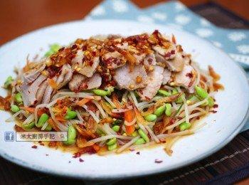《黑豆芽櫻花蝦豬肉沙律》